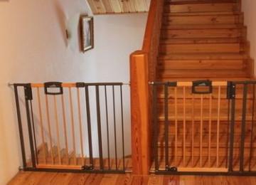 Защитные лестничные конструкции – как обезопасить детей
