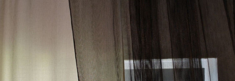 Как самостоятельно обработать края шторы