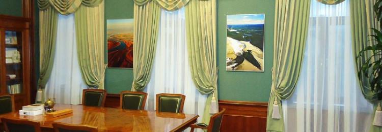 Какой выбрать дизайн штор для кабинета руководителя ?